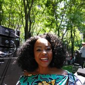 Quiana_Lynell_-_performing_at_R&B_Festival_at_Metrotech,_in_Brooklyn,_NYC.jpg