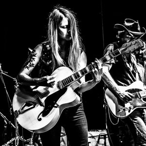 Image for 'Sarah Shook & the Disarmers'