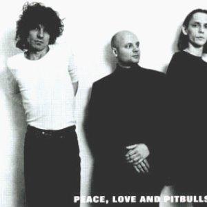 Bild för 'Peace, Love & Pitbulls'