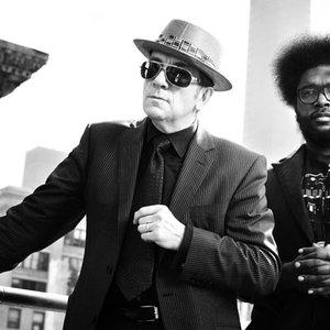 Imagem de 'Elvis Costello & The Roots'